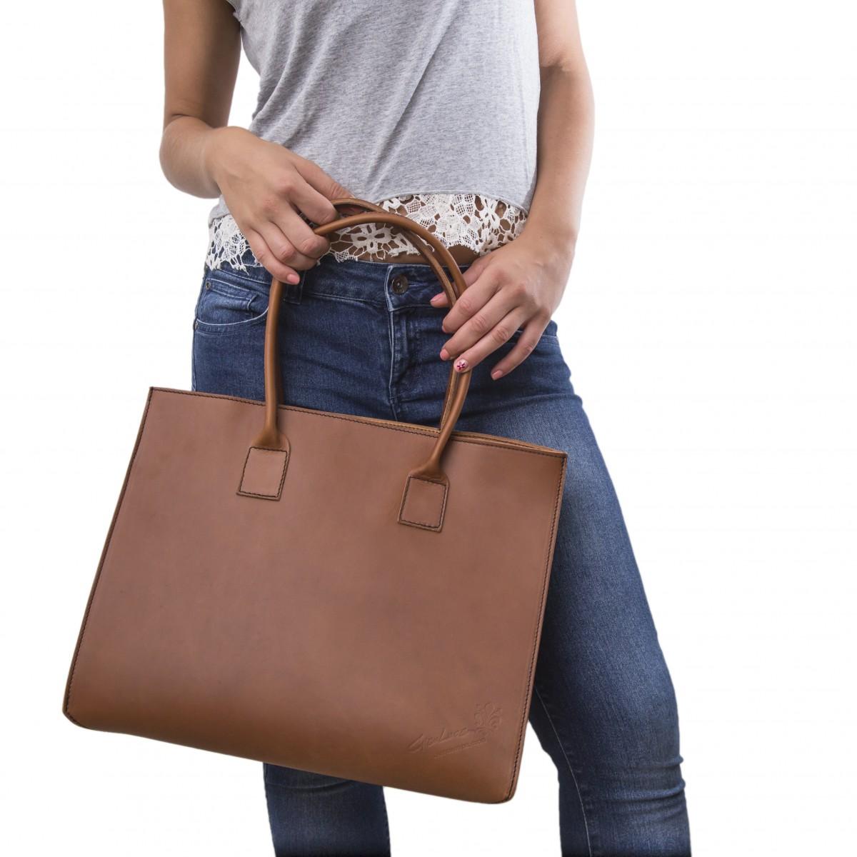 7ce30258f0d ... Bolso shopping de piel marrón claro hechos a mano ...