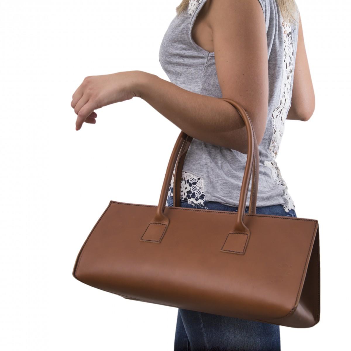 sac main en cuir marron pour femmes fait la main gianluca l 39 artisan du cuir. Black Bedroom Furniture Sets. Home Design Ideas