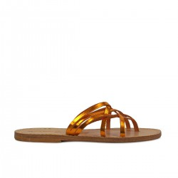 Zapatillas de damas tanga de cuero laminado naranja