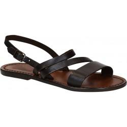 Sandalias planas de cuero marrón oscuro de las mujeres
