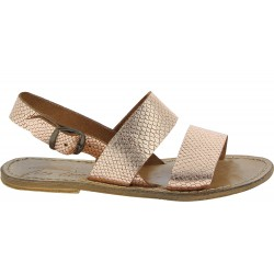 Sandalias planas en cuero laminado de cobre con estampado de pitón