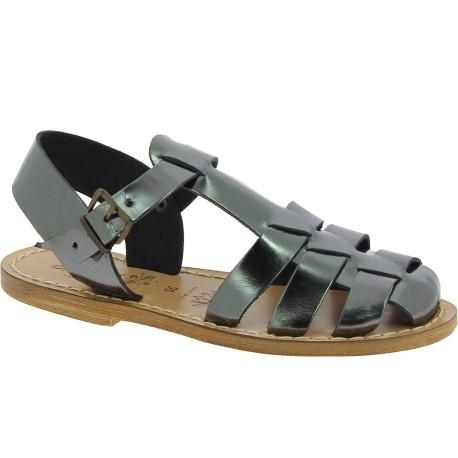 Sandalias planas para mujeres de cuero color titanio hecho a mano en Italia