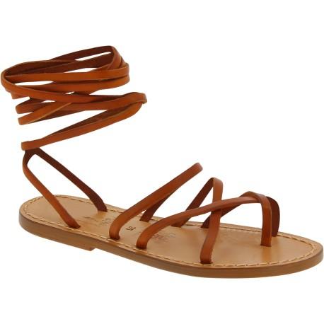 Sandalias de tiras de cuero marrón para mujeres hechas a mano en Italia