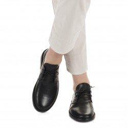 Women's black leather low top shoes handmade in Italy