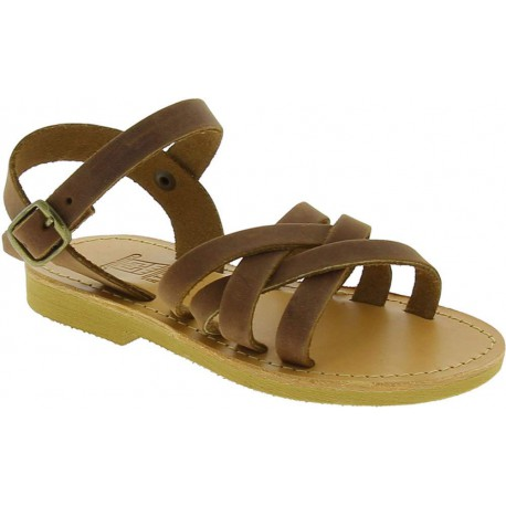 Sandalias gladiadoras trenzadas para niño en piel nobuck marrón con cierre de hebilla