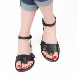 Sandalias planas mujeres de cuero negro hecho a mano en Italia
