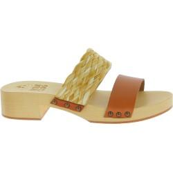 Zueco tacón de madera con banda de rafia y cuero marrón