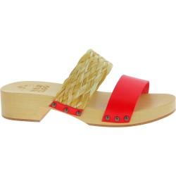 Zueco tacón de madera con banda de rafia y cuero rojo