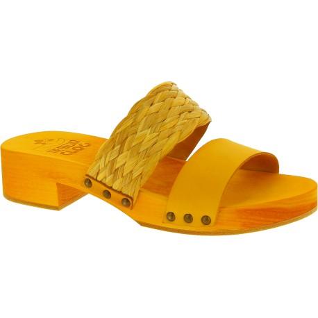 Sabot pour femme jaune artisanales en bois avec bande en raphia et cuir