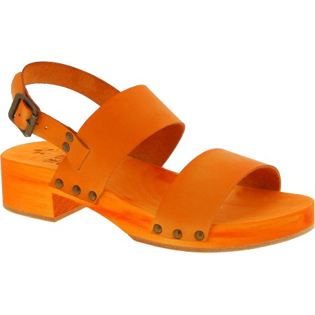Sabot pour femme orange artisanales en bois avec bande cuir veritable