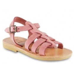 Sandalias para niña en piel nobuck rosa suave con cierre de hebilla