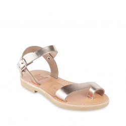 Girl's thong sandals in gold pink calfskin with buckle closure