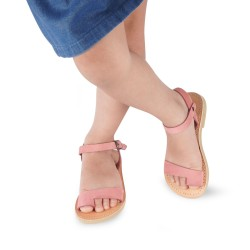 Girl's thong sandals in pink nubuck leather with buckle closure