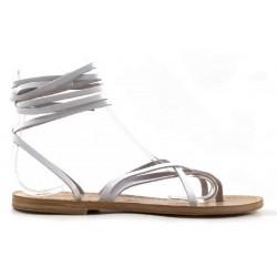 Las mujeres sandalias de tiras a mano en Italia en cuero blanco