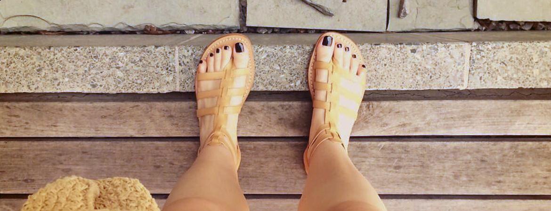 Ivory Leder Gladiator-Sandalen getragen von Sienna